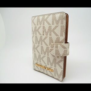 NWT Michael Kors Jet Set Travel Passport Wallet